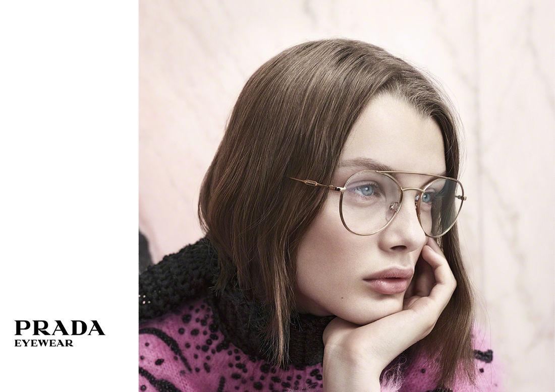 862ed26190bc00 Klassiek én modern met de brillen van Prada